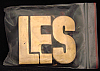 LF20117 *NOS* VINTAGE 1970s/80s CUT-OUT NAME ***LES*** SOLID BRASS BUCKLE